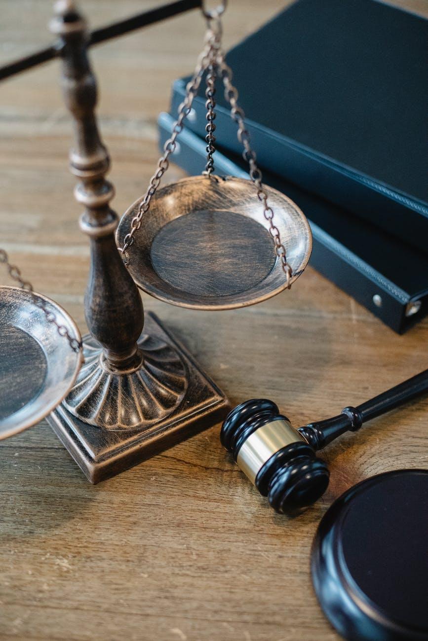 Legge 621 bis Codice Penale che regola il reato di stalking