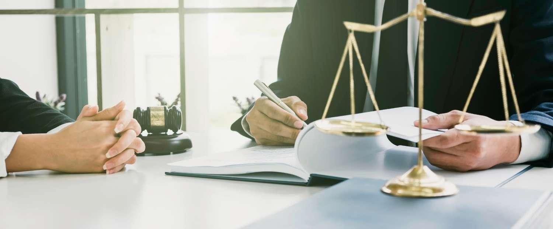 La cooperazione tra detective e avvocato è vantaggiosa per entrambi e per i clienti
